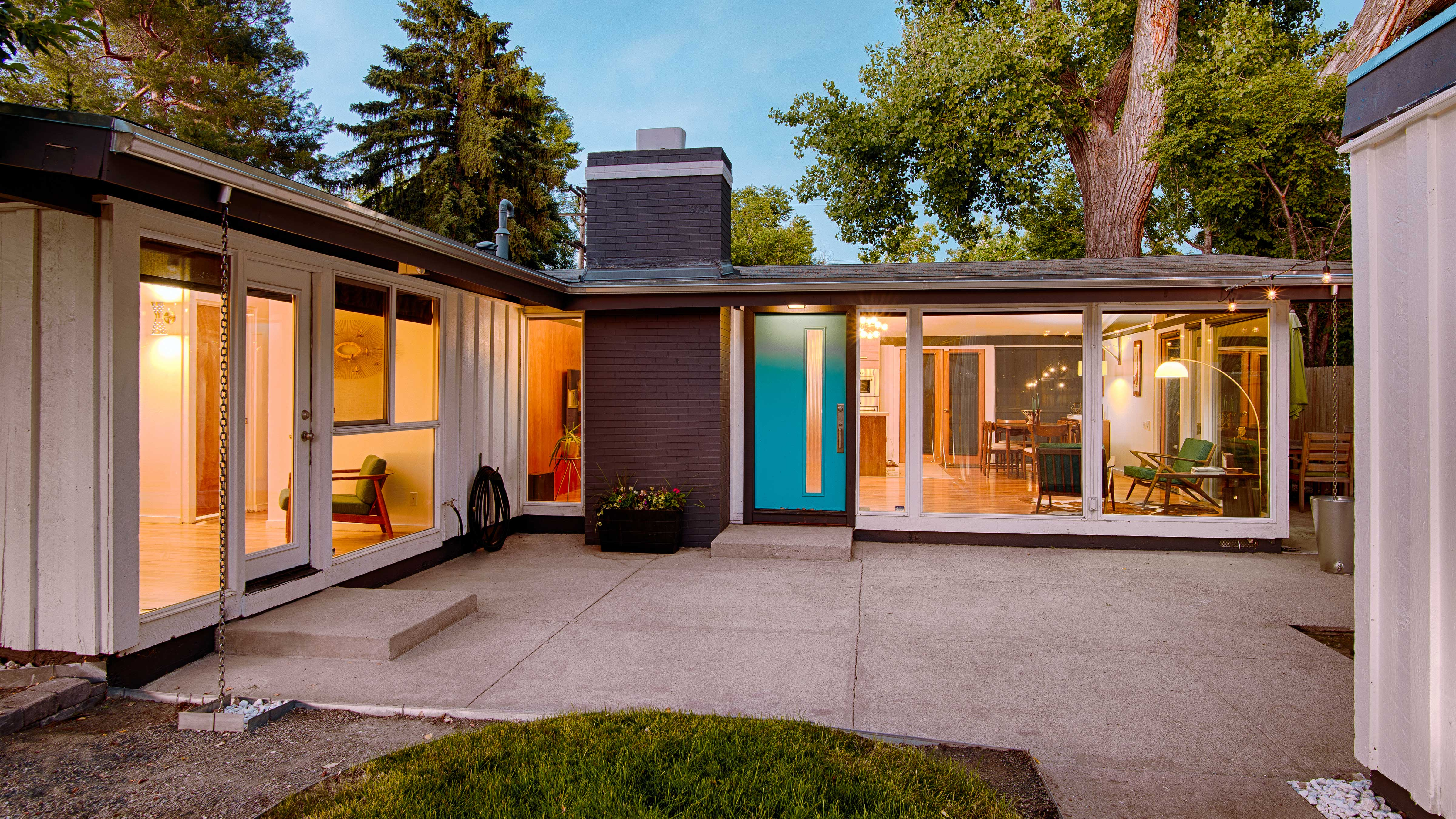Mid-century modern home in Harvey Park, Denver, Colorado